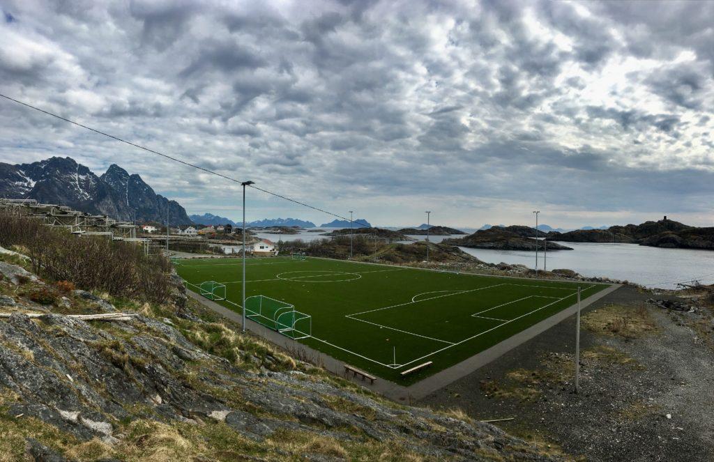 Henningsvaers Fußballplatz